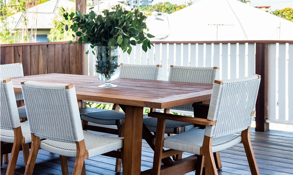 EcoOutdoor_furniture_maintenance